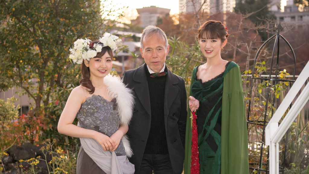 服飾芸術科 朝月真次郎教授デザインのドレスが「フラワーデザイナー2・3月号」に掲載されました。