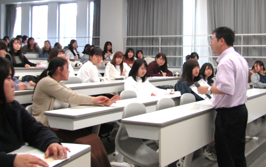幼児教育科で「労働問題」に関する特別講義を実施