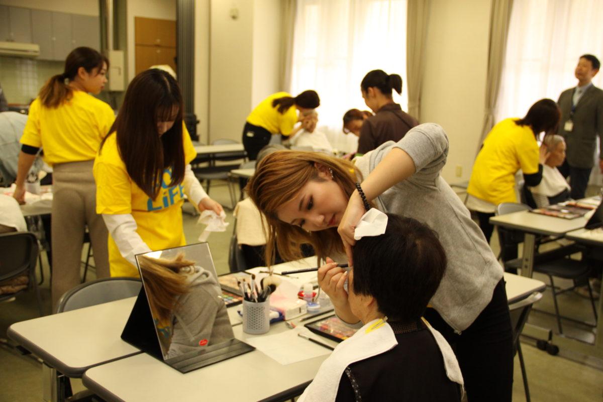 メイクゼミが高齢者施設で地域貢献活動