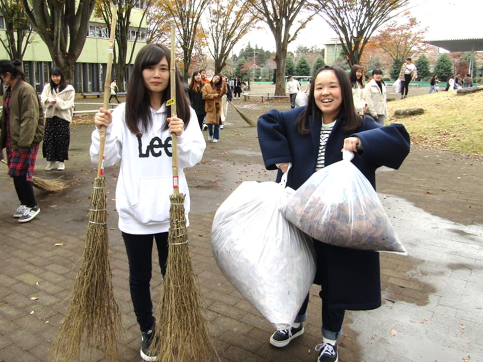 短大生主催の「学内クリーン活動」が行われました