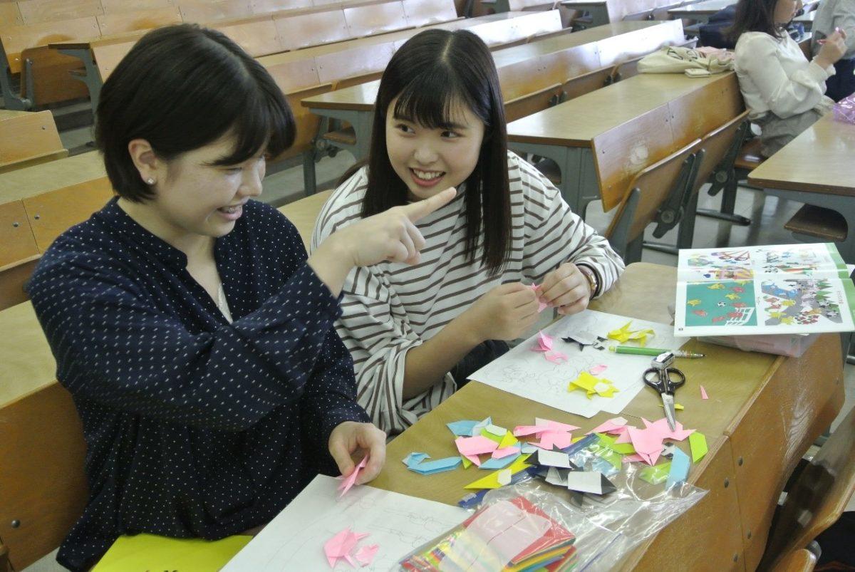 授業紹介【児童文化Ⅱ〜2】折り紙遊びから育まれる保育者の心