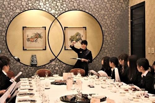 フードコーディネートコースが「テーブルマナー研修会(中国料理)」を実施