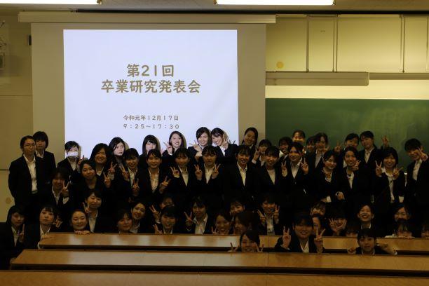 歯科衛生学科3年生が卒業研究発表会を行いました。