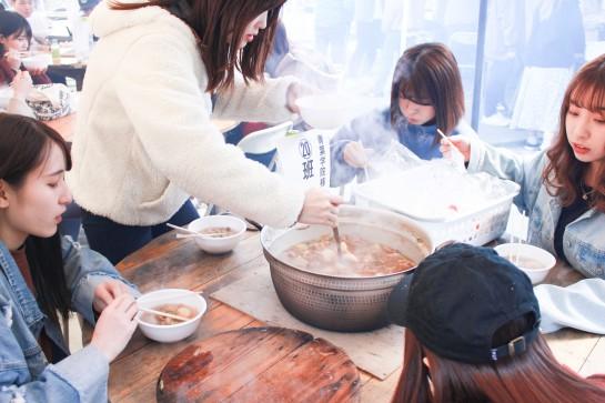 ゼミ活動の一環で芋煮会を行いました