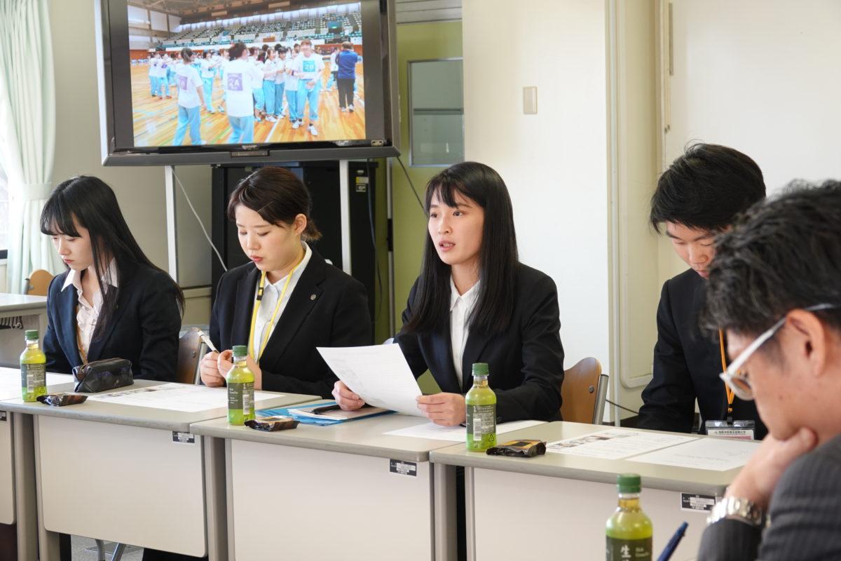 学友会活動報告会を行いました。