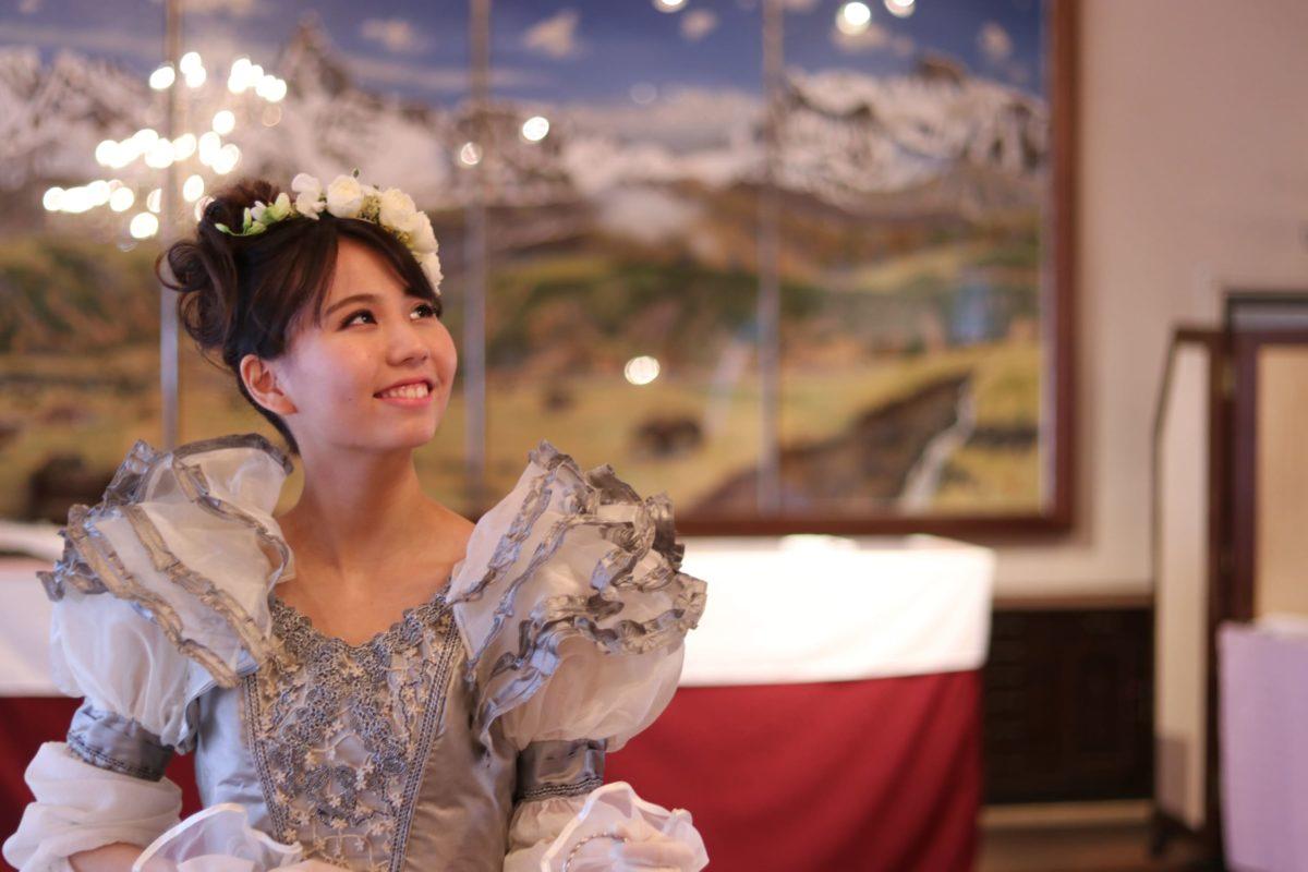 朝月真次郎教授デザインのドレスが「フラワーデザイナー6・7月号」に掲載されました。