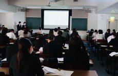 栄養士学外実習報告会(2回生)を行いました。