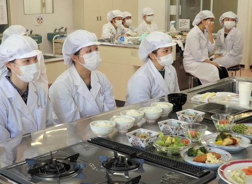栄養学科が日清医療食品株式会社による特別授業を実施