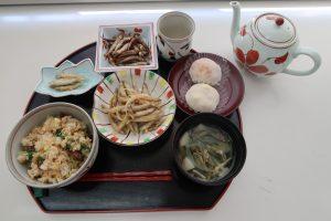 食健康コース「地域伝統食実習」のご紹介~湖魚料理~