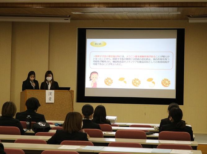 人間健康科食物栄養専攻「令和2年度 卒業実験発表会」を開催しました