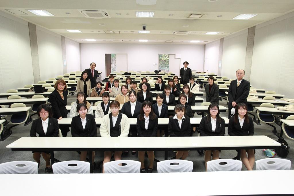 人間生活学科2021年特論発表会が開催されました。