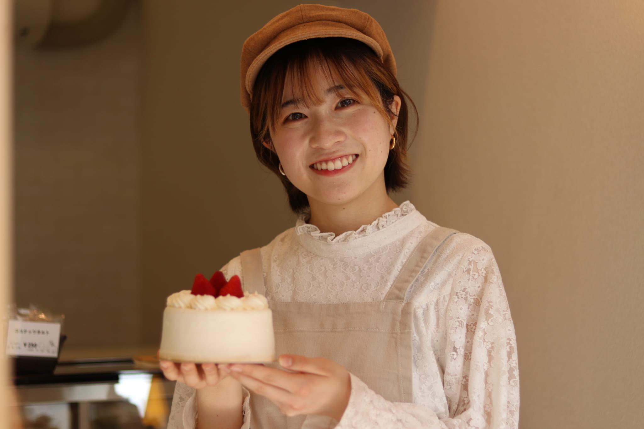 産学連携プロジェクトケーキ店「cake to go(ケーキトゥーゴー)」がオープンしました。