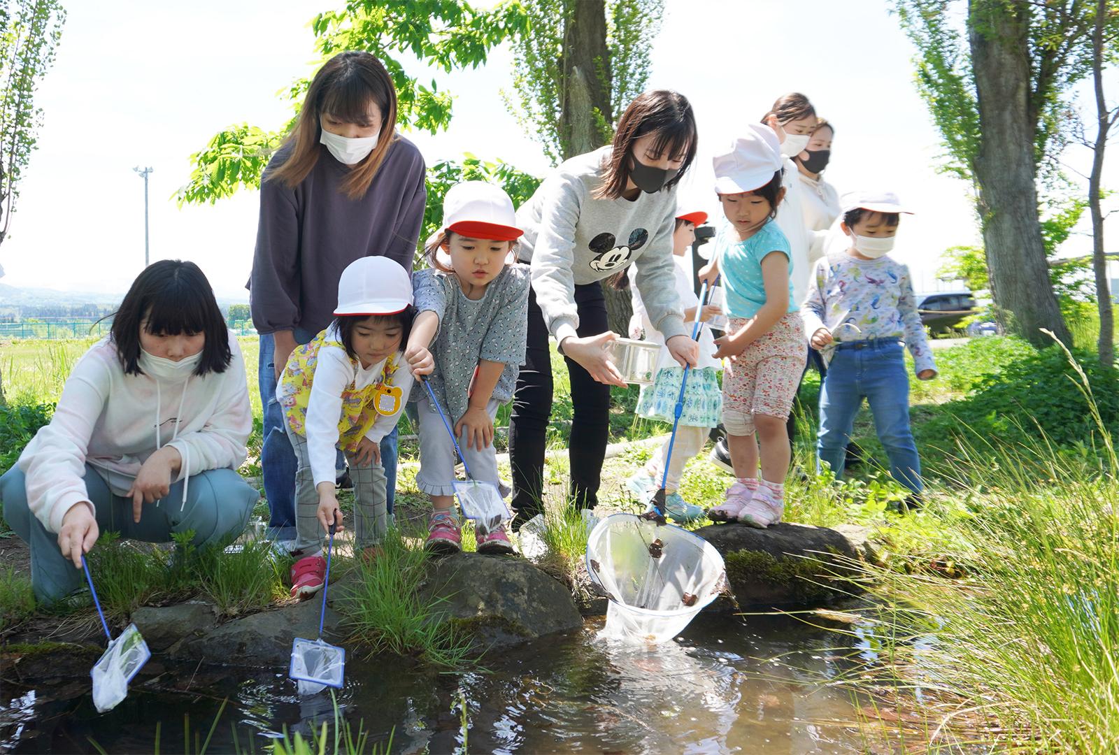 幼児保育学科と附属幼稚園との合同保育を実施しました