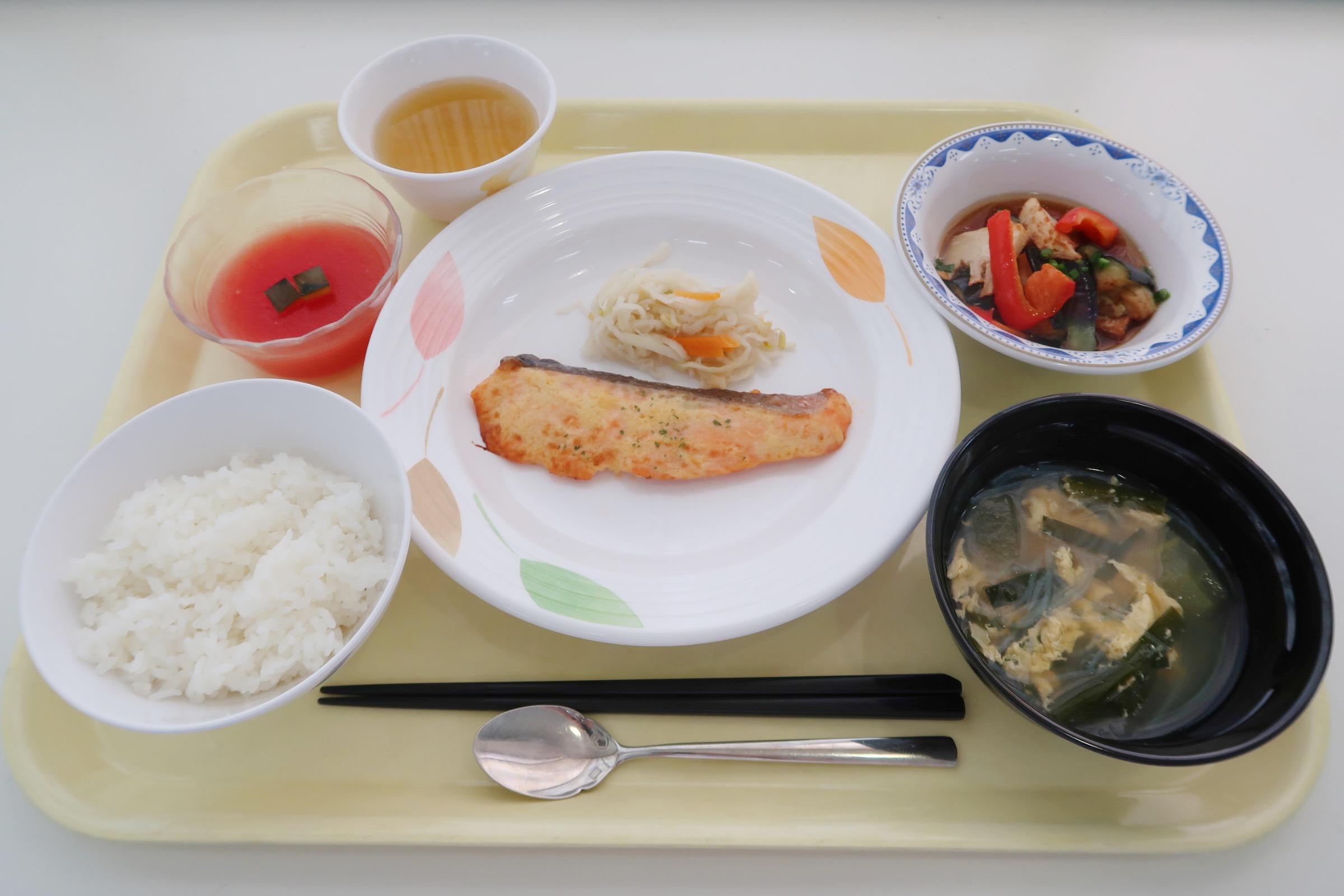 食健康コース2回生 A班のすみれランチ提供