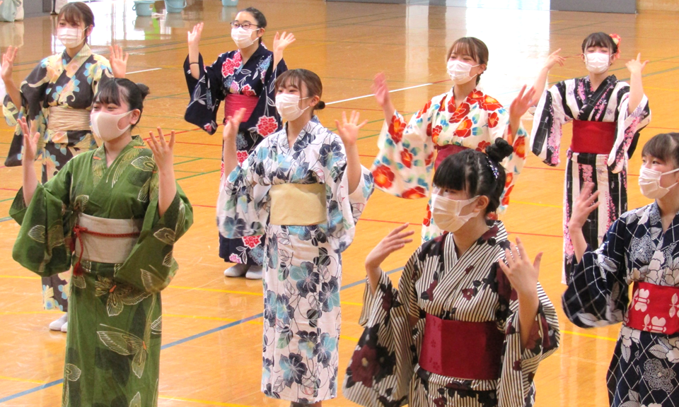 幼児教育科の学生による「七夕祭り」が開催されました