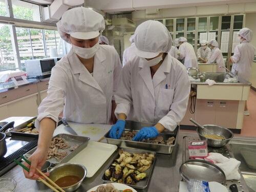 栄養学科が、連携授業の一環として「カフェメニューコンテスト」を実施しました